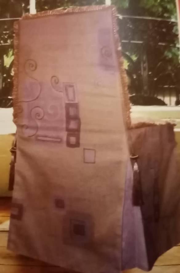دوخت روکش صندلی با تزئینات مروارید و دکمه های روکش شده